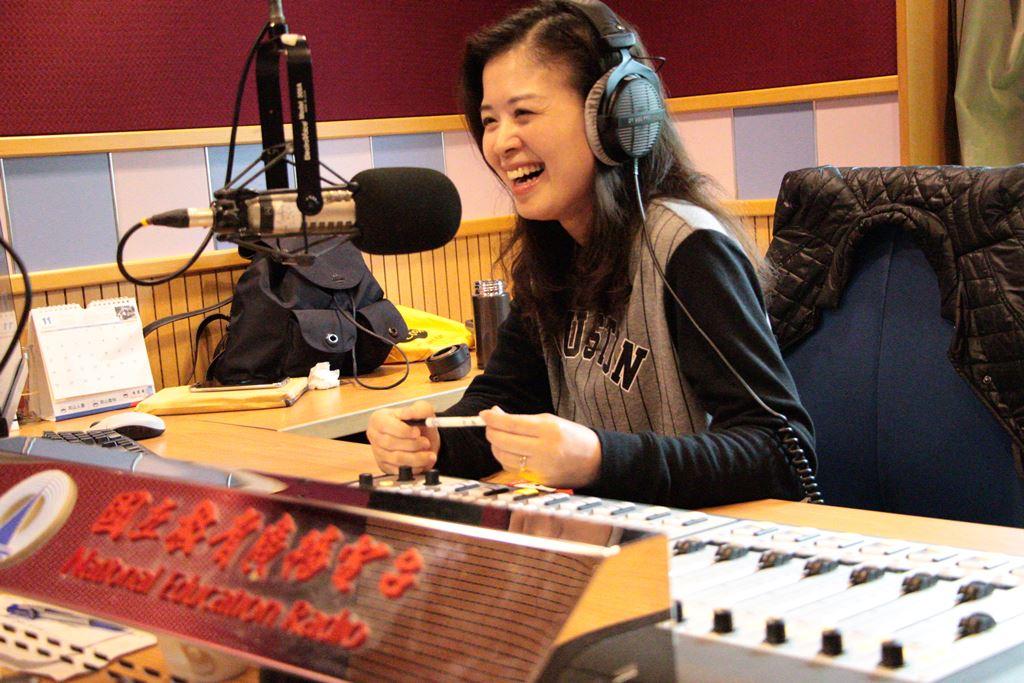 【人物專題】說故事給大學生聽!最佳兒童節目主持人唐妮的廣播旅程