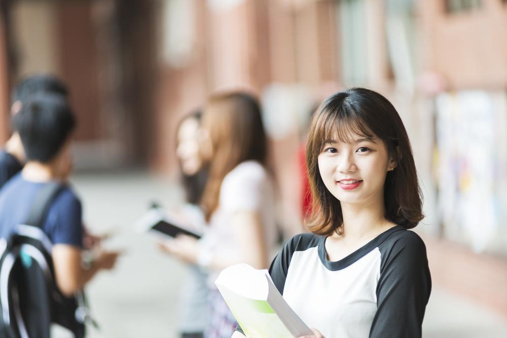 大學面試時的自我介紹是關鍵的環節,盡量保持口齒清晰,展現自信
